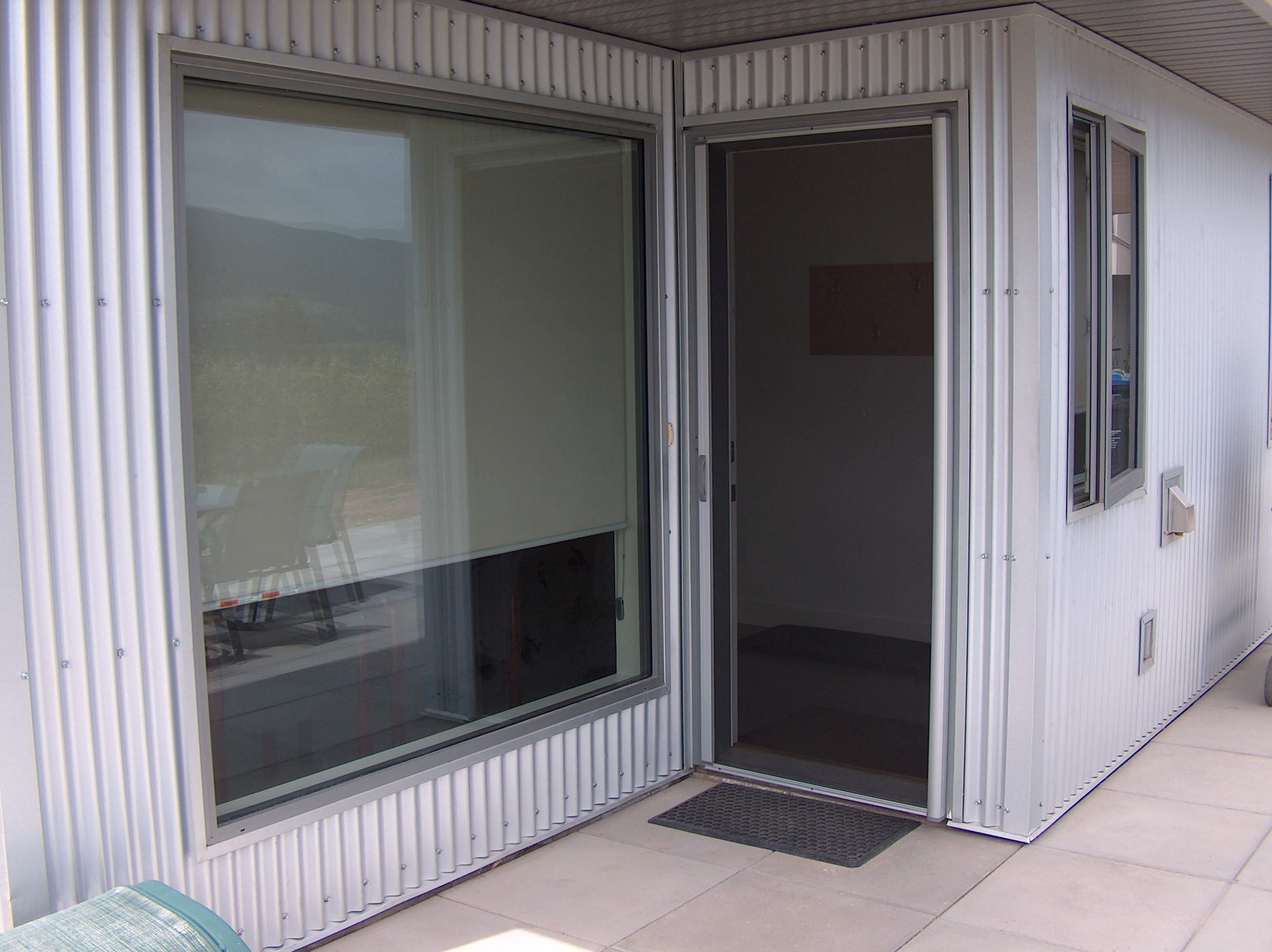 Retractable Screen Annodized Closed | Okanagan Awnings and ...